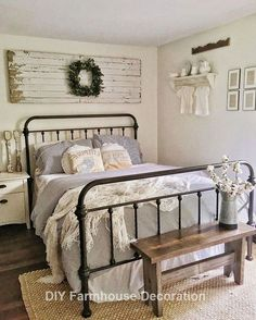 Excellent farmhouse living room decorating ideas are offered on our internet site. Read more and you wont be sorry you did. Vintage Bedroom Decor, Home Decor Bedroom, Bedroom Furniture, Bedroom Ideas, Indie Bedroom, Country Bedrooms, Bedroom Rugs, Bedroom Art, Cozy Bedroom