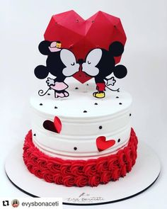 Cake Albums, Bolo Mickey, Baby Girl Cakes, Mini Mouse, Rose Cake, Drip Cakes, Beautiful Cakes, Diy And Crafts, Mickey Mouse