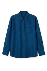 <p>The Big Denim Shirt LO Bluehas a wide fit, a neat pointed down collar, a hidden button closure and a slightly curved hemline.</p><p>- Size Small measures 116 cm in chest circumference and 75 cm in length. The sleeve length is 61,50 cm.</p>