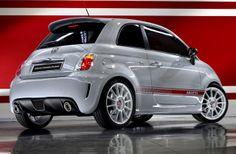 La Fiat 500 Abarth. La version la plus puissante (assetto corse) atteint 190ch et a été conçu spécialement pour les passionnés de courses. #Fiat #500 #abarth http://www.auto-ici.fr/