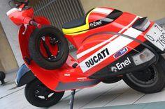 Valentino Rossi Ducati Vespa - New Ideas Piaggio Vespa, Lambretta Scooter, Vespa Scooters, Vintage Vespa, Valentino Rossi, Ducati, Vespa Super 150, Fast Scooters, Vespa Px 150