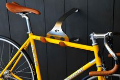 Catus Tongue: Great metal desgin combined with italian leather. The frame is made of stainless steel and therefore guarantees that there won't be any rust, The leather protection enusures that your bike will stay as amazing as it is.
