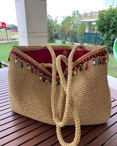 Made by Tubi on So stylishly; both beach and city bag, which you wanna use Diy Bags And Purses Patterns, Diy Bags Purses, Diy Purse, Crotchet Bags, Knitted Bags, Handmade Handbags, Handmade Bags, Bag Women, Diy Backpack