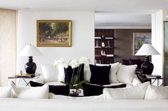 RoomReveal - Riverside View, London by Maurizio Pellizzoni Classic Furniture, Contemporary Furniture, Cozy Living Rooms, Living Spaces, Open Plan Apartment, Dream Apartment, Black Throw Pillows, Top Interior Designers, Living Room Designs