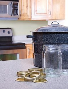Canning Meat the Right Way Preserve beef, chicken, pork, and wild game for a full pantry and easy-to-cook dinners. Canning 101, Home Canning, Canning Jars, Canning Recipes, Canned Meat, Canned Food Storage, Wild Game Recipes, Real Food Recipes, Fish Recipes