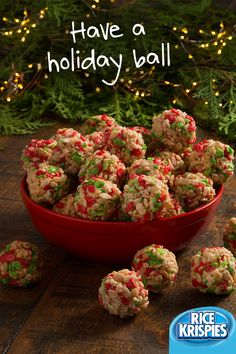 Making holiday treats with Rice Krispies® cereal is a ball! These treats are perfect for family gathering Making holiday treats with Rice Krispies® cereal is a ball! These treats are perfect for family gatherings this holiday season. Xmas Food, Christmas Cooking, Christmas Desserts, Holiday Treats, Holiday Recipes, Christmas Goodies, Holiday Ornaments, Christmas Recipes, Rice Crispy Christmas Treats