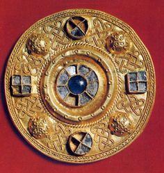 Arte Longobarda sec.VII Fibula d'oro a sbalzo filigrana e pietre
