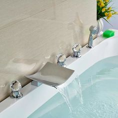 88.40$  Buy here - http://alicnv.shopchina.info/go.php?t=32522760830 - Deck Mounted Brass Chorme Tub Faucet Bathroom Sink Tap 5pcs Three Handles Swivel Spout Tap  #aliexpress