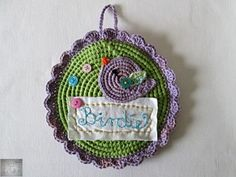 It's a crocheted picture with buttons and a lilac birdie. Picture Wall, Lilac, Crochet Earrings, Coin Purse, Buttons, Painting, Art, Art Background, Painting Art