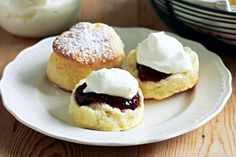 These buttermilk scones were this week's winner of the scone recipe food fight and are a delicious Sunday afternoon treat. Buttermilk Scone Recipe, Yummy Treats, Sweet Treats, Raspberry Scones, Cream Scones, Recipe Collection, Tray Bakes, Sweet Tooth, Tasty