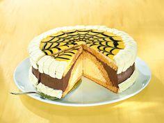 Eierlikör-Schokoladentorte -  Eine sahnige Torte mit Eierlikör und Schokolade zur Osterzeit