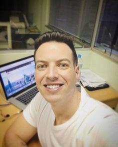 """Aew primeiro dia do ano de muito trabalho! Glórias a Deus! """"Consagre ao Senhor tudo o que você faz, e os seus planos serão bem-sucedidos.""""Provérbios 16:3 #sp #job #amo #instagood #like4like #picoftheday #photooftheday #follow #viagem #viajar #travelgram #instaselfie #style #selfie #deusnocomando #blessed #brasil #love #boanoite #instagram by klebernetto. brasil #blessed #like4like #deusnocomando #photooftheday #job #follow #viajar #style #love #selfie #instagood #boanoite #instaselfie…"""
