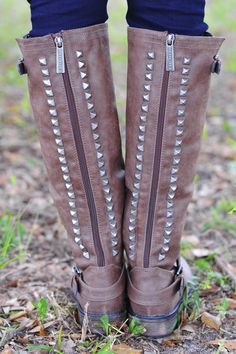 Talk Of The Town Boots: Chocolate
