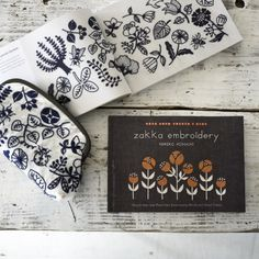 Now on sale. → amazon.com English translation book 『 Zakka embroidery / yumiko higuchi 』 Simple One- and Two-Color Embroidery Motifs and Small Crafts ついに英語翻訳本が発売されました。 初めての本である『1色刺繍と小さな雑貨』 と 続編である『2色で楽しむ刺繍生活』 が一冊にまとまっての登場です!