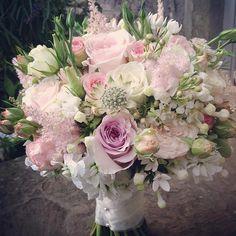Effortlessly chic bouquet by @paperwhiteflowers #meijerroses #paperwhiteflowers #sweetavalanche #weddingidea #bridetobe #weddinginspiration #bridalboquet #bouquetoftheday