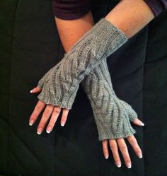 finished fingerless gloves that I knit, pattern by Sivia Harding