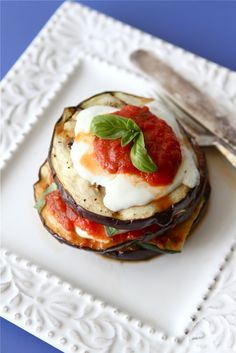 Grilled Zucchini & Eggplant Parmesan-1 (1 1/2 lb.) eggplant  1 large zucchini  2 tbsp olive oil  1/2 tsp kosher salt  1/2 tsp freshly ground black pepper  3 oz. fresh mozzarella, thinly sliced  1 1/2 cups tomato sauce (your favorite kind)  10 large basil leaves