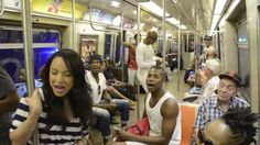 """Darsteller des Musicals """"König der Löwen"""" überraschen diesmal die New Yorker U-Bahn-Fahrer"""
