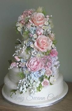 It's Floral Design Day, you guys! LETS GET OUR FLOWERS ON.   Or at least on our cakes .      (Bake...