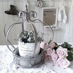 @mittvitalantliv #shabbychic #shabby #shabbychichome #shabbychichouse #hem #home #inredning #inredningsdesign #lantliv #lantligt #country #countrystyle #vitt #vitthem #whitehome #inspiration #decoration #roses #romantic #rosa