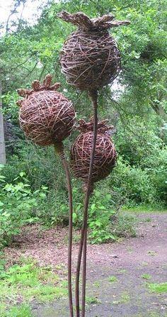 Ideas for garden art sculptures willow weaving Garden Crafts, Garden Projects, Outdoor Art, Outdoor Gardens, Sculpture Art, Garden Sculpture, Garden Statues, Willow Garden, Deco Nature