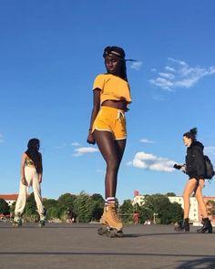 Retro Roller Skates, Roller Skate Shoes, Quad Roller Skates, Roller Derby, Disco Roller Skating, Roller Disco, Skate Shop, Skate Girl, Womens Fashion
