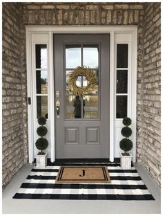 farmhouse front door entrance design ideas tips on selecting your front doors 30 60 Farmhouse Fr House Design, Porch Design, Farmhouse Front Porches, House With Porch, Small Porch Decorating, Home, Entrance Design, Front Door Entrance, House Exterior