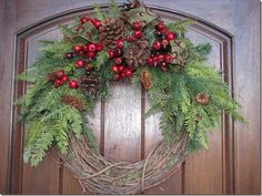 LOVE this wreath!!!!   Going to try to make this for Christmas.