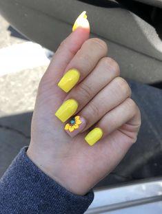 yellow sunflower nails✨ instagram: @trina_nguyen