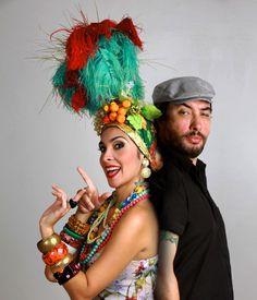 """A banda maranhense Criolina se apresenta no dia 26 de maio, às 21h, em Bauru. Luciana Simões e Alê Muniz, misturam ritmos como rock, funk, ska, levadas regionais, tambor de crioula, toadas de bumba meu boi, coco, carimbó, merengue e boleros. Músicas próprias se misturam com versões de Caetano Veloso e Roberto Carlos, entre outros...<br /><a class=""""more-link"""" href=""""https://catracalivre.com.br/geral/urbanidade/barato/criolina-mistura-ritmos-em-bauru/"""">Continue lendo »</a>"""