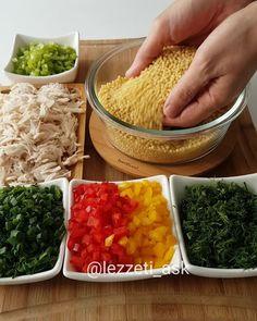 Salad lovers should come with plenty of vegetables, pomegranate sour, lemon, chicken . Salad Bar, Fruit Salad, Pomegranate Salad, Couscous Salat, Macaroni Salad, Palak Paneer, Guacamole, Risotto, Salad Recipes