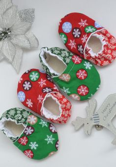Christmas shoes Baby shoes green red newborn by SweetSwaddle