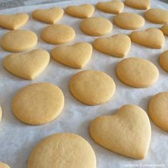 Amaretti from Italy - HQ Recipes Biscotti Rezept, Almond Biscotti Recipe, Pistachio Biscotti, Biscotti Cookies, Yummy Cookies, Gourmet Recipes, Sweet Recipes, Cookie Recipes, Burritos