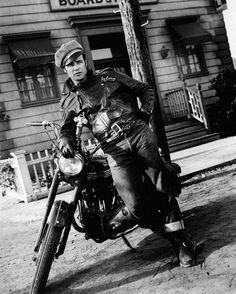 """Marlon Brando en """"Salvaje"""" (The Wild One), 1953"""