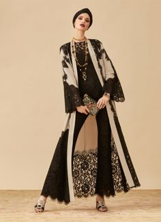 World exclusive: Your first look at Dolce & Gabbana's new abaya collection Niqab Fashion, India Fashion, Muslim Fashion, Kimono Fashion, Modest Fashion, Fantasy Fashion, Red Frock, Mode Abaya, Dolce & Gabbana