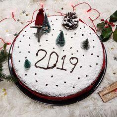myrwdati-vasilopita-me-kanela-mosxokarydo-kai-portokali-mommyjammi1 Vasilopita Cake, New Year's Cake, Kai, Diy And Crafts, Deserts, Food And Drink, Drinks, Cooking, Christmas