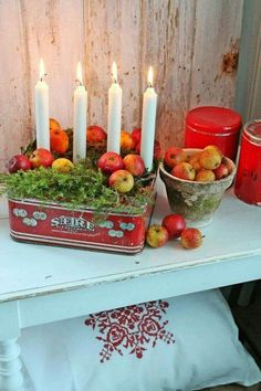 Make your own advent wreath - classic and new ideas for Christmas, Advent wreath make fruit themselves. Swedish Christmas, Noel Christmas, Merry Little Christmas, Scandinavian Christmas, Country Christmas, All Things Christmas, Winter Christmas, Vintage Christmas, Christmas Wreaths