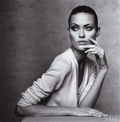 I went to the bathroom in a NYC nightlub in the late 90s. The stalls were short. When I stood up from my pee the woman in the stall next to me stood up too. We were both a head and shoulders above the stalls. We looked at eachother and laughed. It was Shalom Harlow.