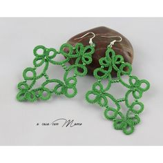 Orecchini in pizzo chiacchierino, lace tatting earrings, verde, green,... ($13) ❤ liked on Polyvore featuring jewelry and earrings