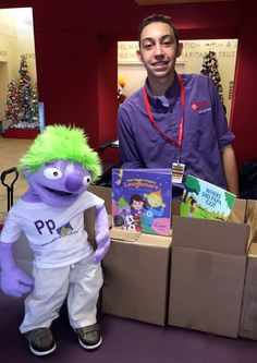 Special delivery for #PhoenixChildrensHospital!   They have just received 150 #LittleEgg books!
