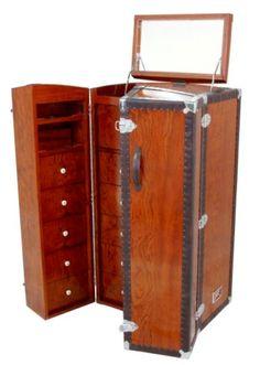 Vallet malle Cape Town, en bois de rose et cuir brun, avec tiroirs et..., Epoque Neuf