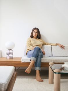 Modern Thrift: Lucile Demory's Architect-Designed Rental in Paris (Remodelista: Sourcebook for the Considered Home) Modern Loft Apartment, Fashion Beauty, Girl Fashion, Barefoot Girls, Going Barefoot, French Girl Style, Living Room Pillows, Female Feet, Celebrity Feet
