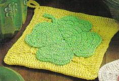 Free Crochet Pattern ~  Shamrock Potholder 2 -     http://www.momsloveofcrochet.com/ShamrockPotholder2.html