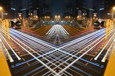 Shinichi Higashi est un photographe japonais, connu sous le pseudonyme de SinkddUn.  Dans cette incroyable série de photos, il nous livre sa vision de Tokyo faite de vitesse, de symétries architecturales, et de couleurs flamboyantes.   Un travail qui nous donne à découvrir des images hors du commun sur la capitale administrative du Japon.