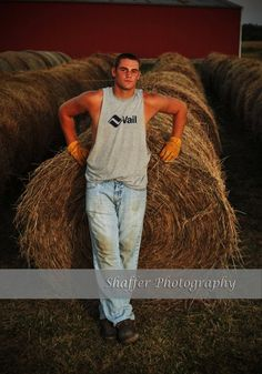 is probably some 17 year old's senior pic, and I'm probably going to jail for sayin so, but my goodness is that a good-lookin boy. Country Man, Cute Country Boys, Cute Boys, Male Senior Pictures, Country Senior Pictures, Senior Photos, Cowboy Pictures, Senior Portraits, Western Photography