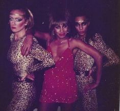 Tina with her backup singers/dancers Ann Behringer and former Ikette LeJeune Richardson in (Photo shared by Ike Turner, Ike And Tina Turner, Back To The 80's, Rock Queen, Queen Pictures, Female Singers, Rock And Roll, Dancer, Beautiful Women