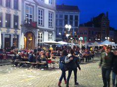 # belgicaturismo Este era el ambiente de la Grande Place de Mons anoche tras la fiesta de 'Le Doudou' que ambientazo!