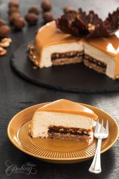 Walnut Caramel Mirror Cake – About Dessert World Elegant Desserts, Fancy Desserts, Köstliche Desserts, Delicious Desserts, Yummy Food, Yummy Lunch, Baking Recipes, Cake Recipes, Dessert Recipes