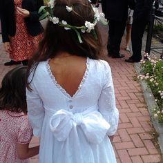 traje de comunión en plumeti con escote pico espalda