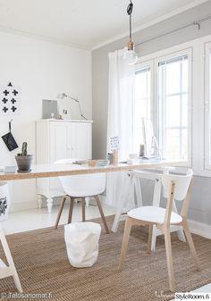 valkoinen,työhuone,beige,skandinaavinen sisustus,kattovalaisin